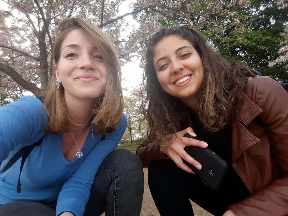 I primi due mesi di Catarina e Grazia all'ONU in una quotidiana esplosione di colori
